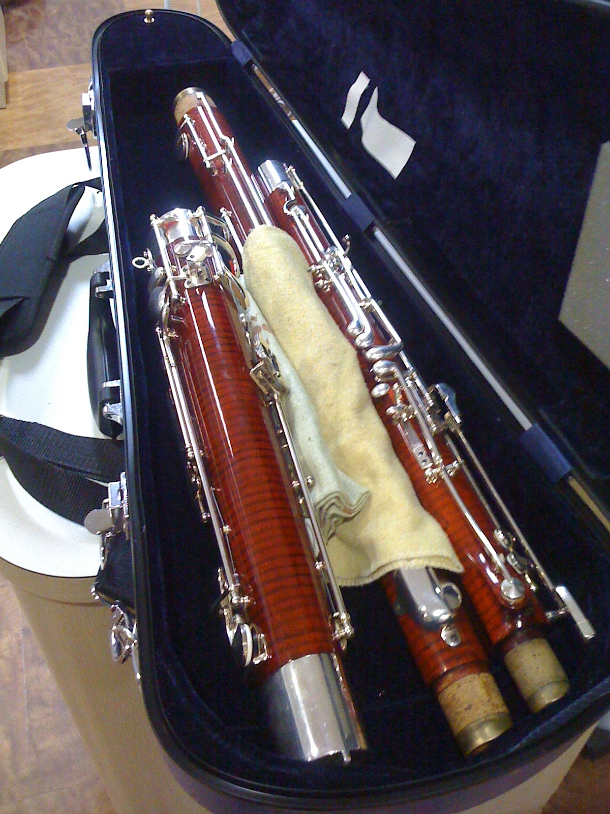 http://www.bassoonable.com/MT/viola_case/IMG_2794.jpg